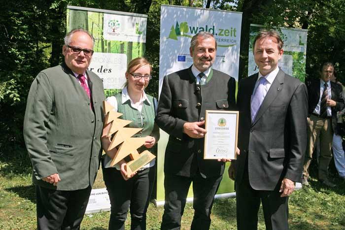 Genuss-Festival 2011: Österreichs 15 beste Waldprodukte mit dem Silvanus 2011 ausgezeichnet. Waldheidelbeer-Essig, Genusshof Farmer-Rabensteiner vlg. Graf, STMK. Verein wald.zeit Österreich/APA-Fotoservice/Strasser